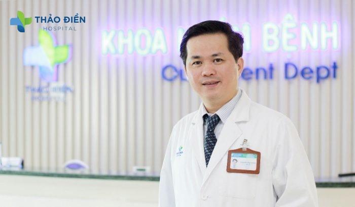 Bác sĩ Thắng (Giám đốc Bệnh Viện Quốc Tế Thảo Điền), người thực hiện thành công hàng nghìn ca phẫu thuật ngực mỗi năm