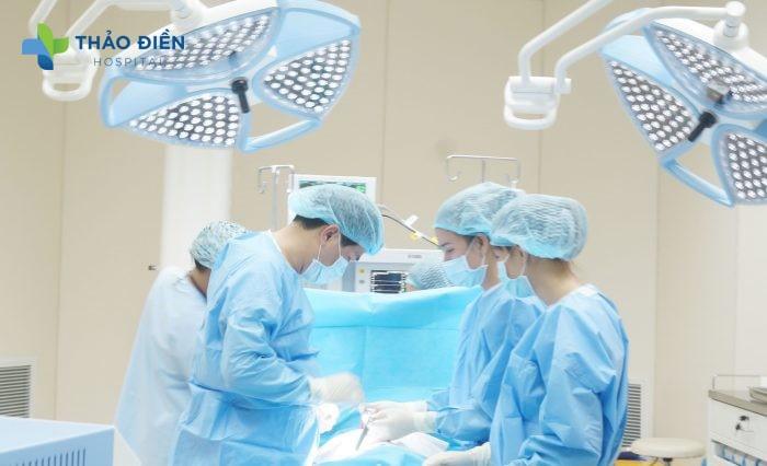 Thực hiện phẫu thuật tại bệnh viện quốc tế thảo điền
