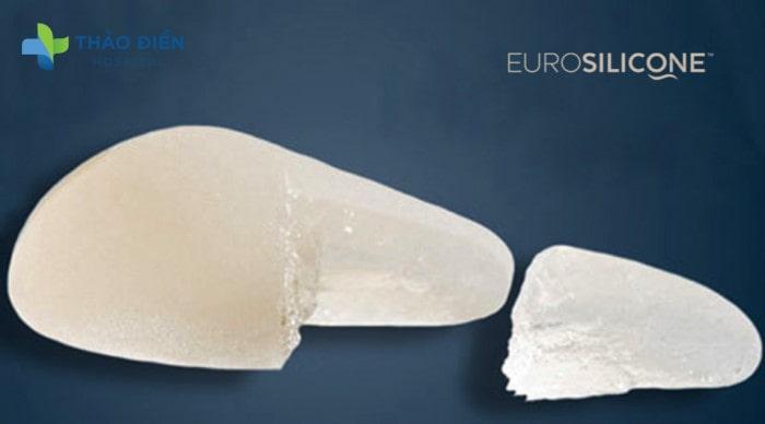 Chất gel bền chắc giúp túi ngực EuroSilicone không bị chảy bể dù bị cắt ra